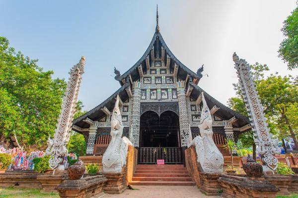 Mandapa (the squared hall with a pyramidal roof)