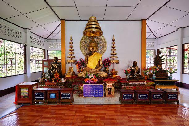 Phra Than Jai at Chiang Dao Cave