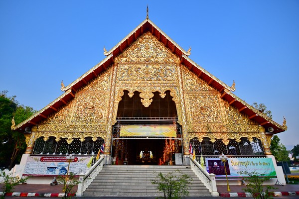Vihara Luang in Wat Suan Dok